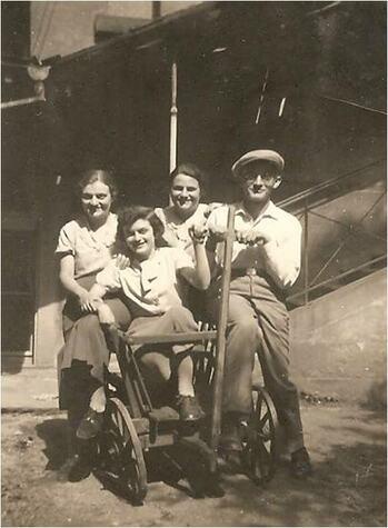 5_Karl Adler mit seinen Schwestern Johanna, Lotte und Suse