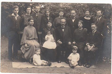 33_Simon (Simcha) Bambberger im Familienkreis 1924