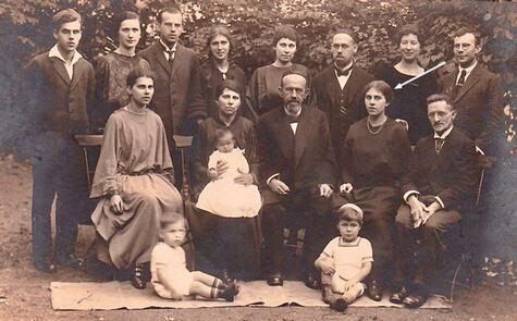 8_Yiras-Adler-auf-Familienfoto-Bamberger