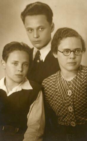 76_Felix Ehrlich mit seinen Geschwistern Hans Josef und Suse