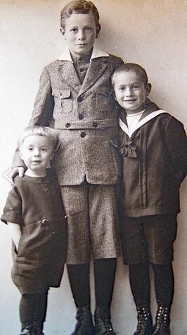 Meinhold-(rechts)-mit-seinen-Brüdern-Herbert-(Mitte)-und-Willi