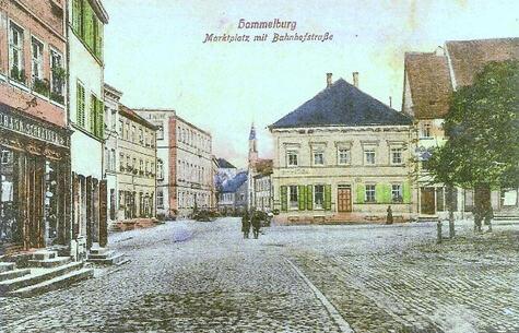 523_Manufakturwarengeschäft Stühler, Hammelbur, Marktplatz 7 (Haus Bildmitte)